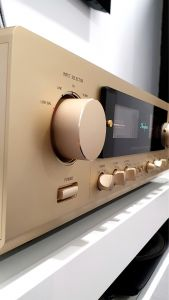Accuphase e213