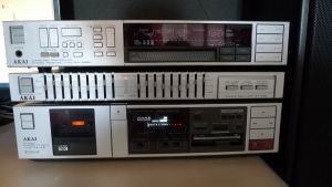 Amplituner AKAI AA-A25L vintage, functional, stare buna!